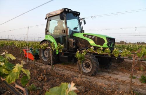 Tractor viticultura cu freza